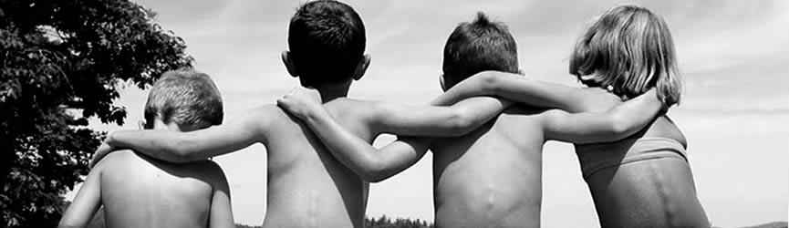 Procura-se amigos de infância